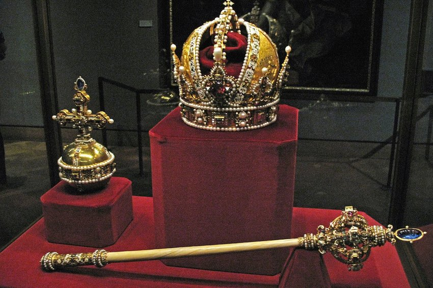 Photo of royal jewels in a glass case