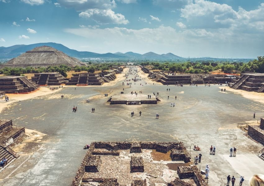 Photo of Teotihuacan plaza, pyramids, and mountains in Mexico