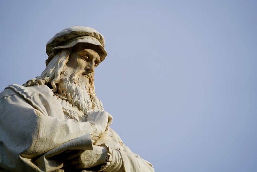 Statue of of Leonardo da Vinci