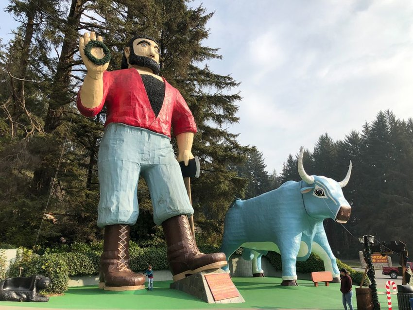 Statue of Paul Bunyan and a big blue ox