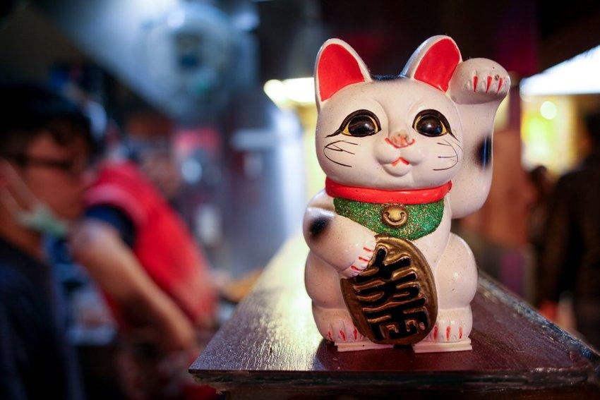 Photo of a Maneki Neko cat figurine