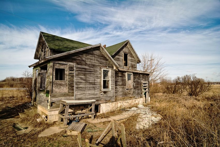 Photo of an old abandoned house