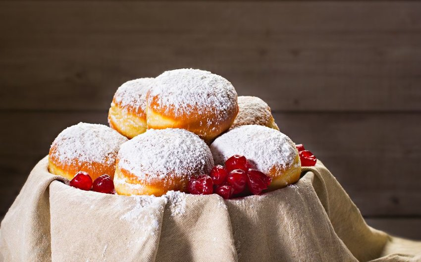 Bowl of traditional Jewish donuts sufganiyot, covered with powered sugar