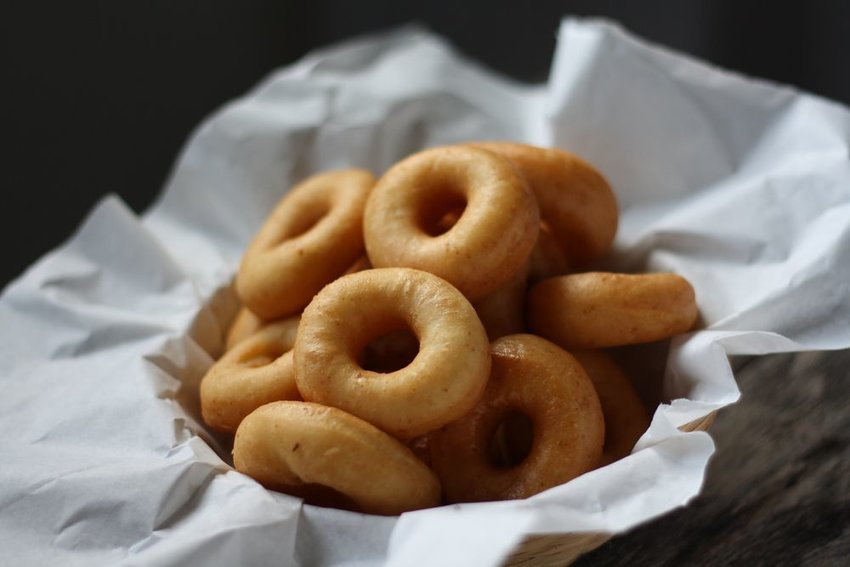 Basket of plain donuts in ring shape