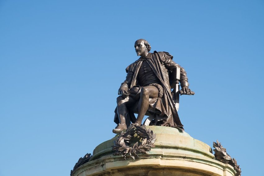 William Shakespeare statue with blue sky background