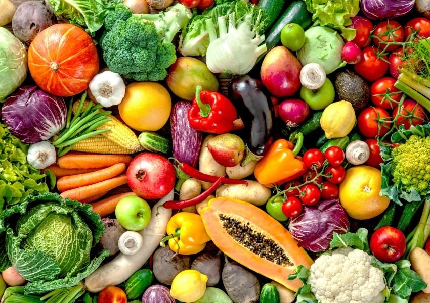 Vegetables and fruits all in a pile together