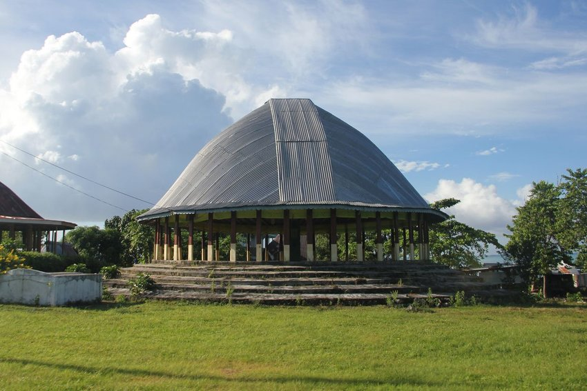A fale tele (big house) on the island of Savai'i, the westernmost and largest in Samoa